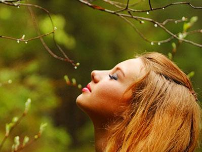 women_nature_400x300
